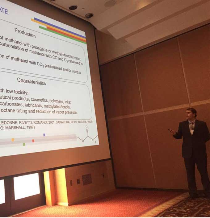 Jovem pesquisador brasileiro recebe prêmio internacional na área Química